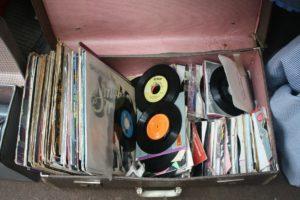 これが断捨離して現金が手に入る驚きの秘訣!不要なレコードは捨てずに買取してもらうのが正解